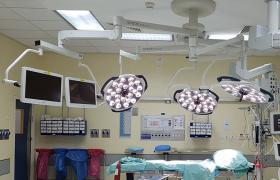מנורת ניתוח לד תלת ראשית בית חולים סורוקה