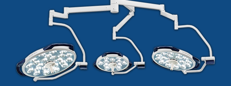 מנורת ניתוח תלת ראשית