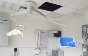 שיבא, תל השומר מנורת טיפולים עם מנשא למסך